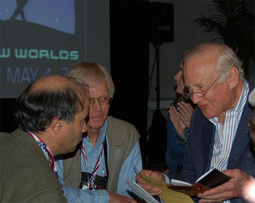 Apollo 11 astronaut Buzz Aldrin and Robert Zubrin of the Mars Society in discussion